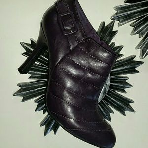 Restricted leather purple ankle booties